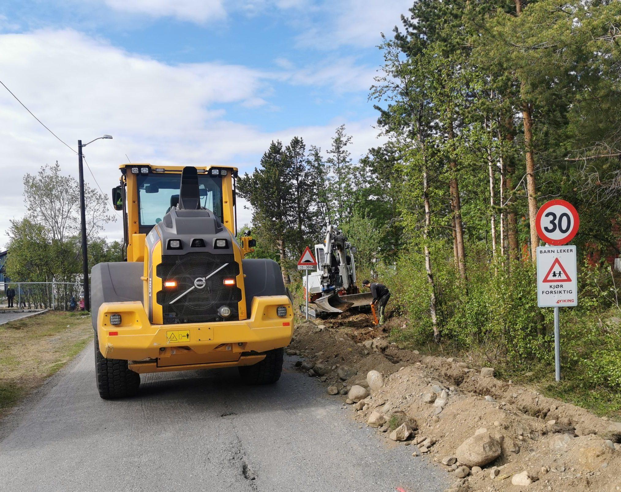 Gravearbeid i forbindelse med fiberutbygging i Midtbakken i Alta