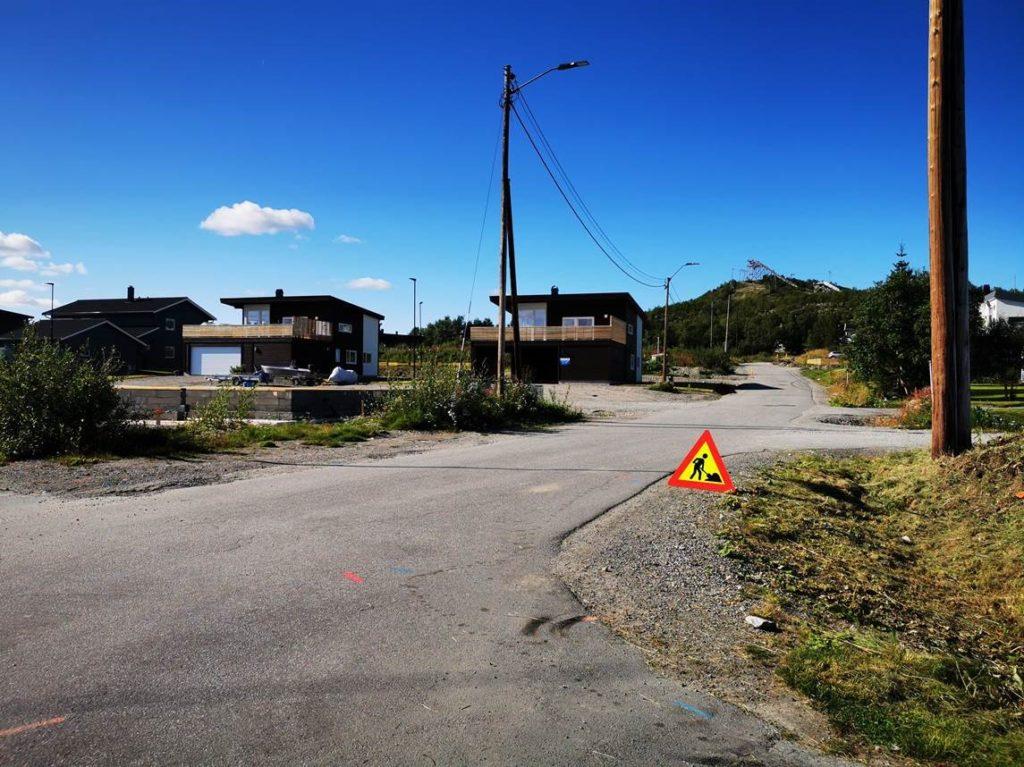 Gravearbeider på Sandnes i Sør-Varanger i forbindelse med utbygging av Fiber og Altibox i regi av Signal