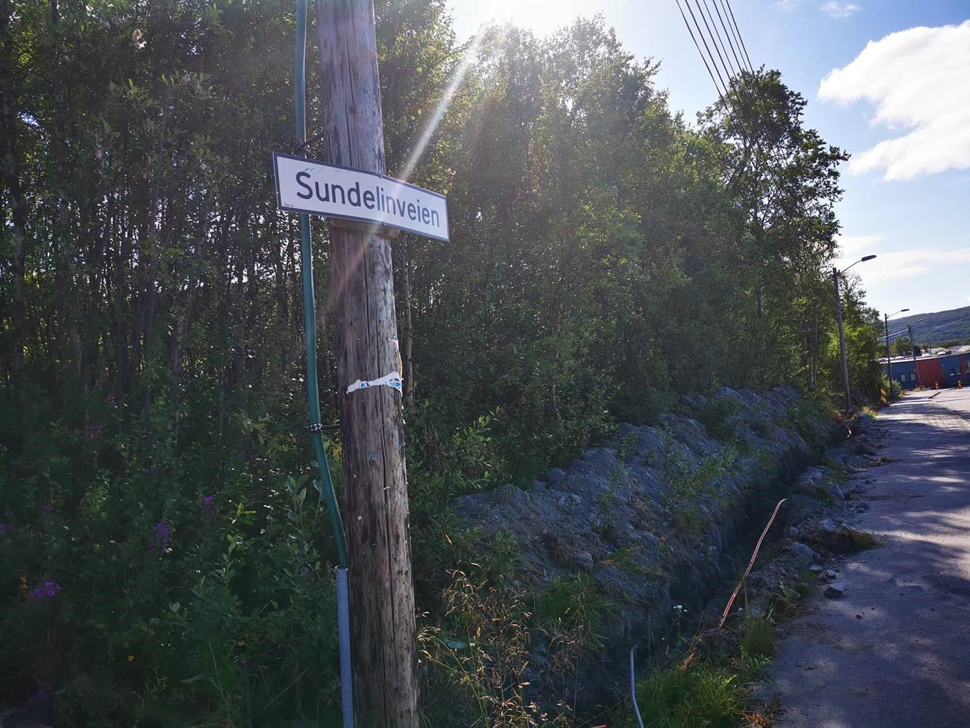 Gravearbeider i Sundelinveien i forbindelse med fiberfremføring i Bjørnevatn
