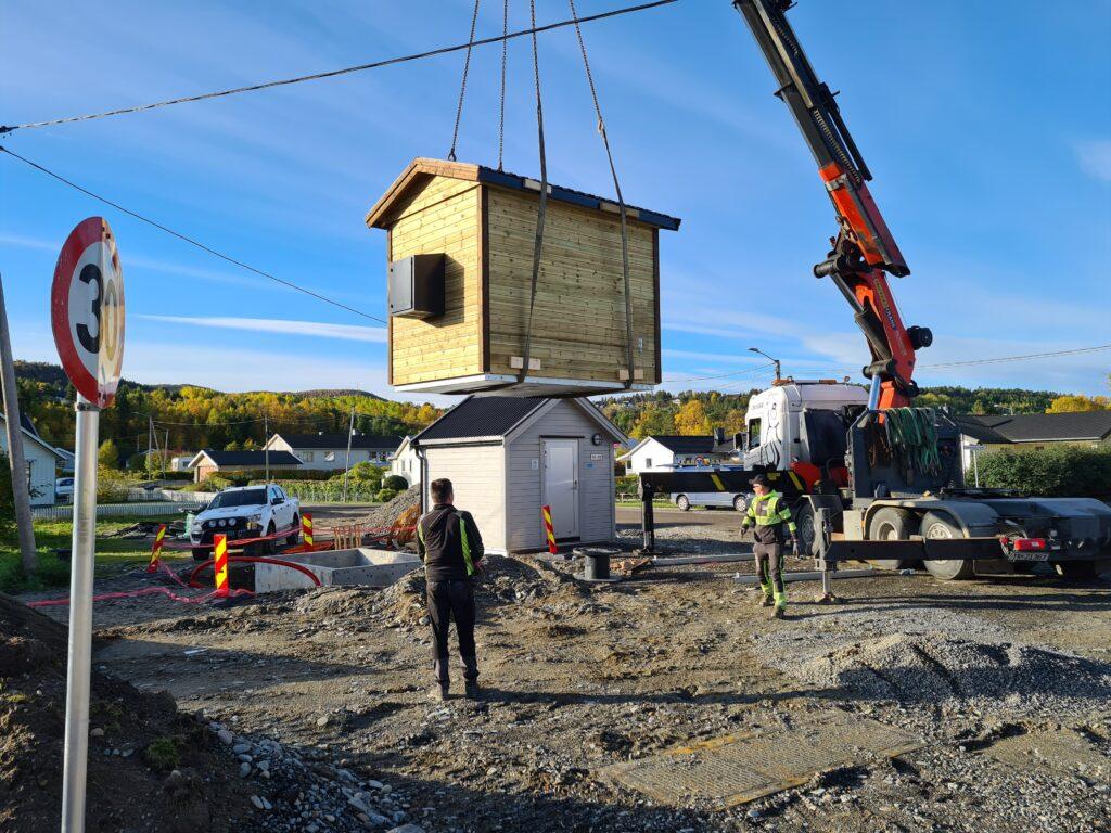 Signal setter opp fibersentral på Kronstad og Saga i forbindelse med fiberutbygging i Alta