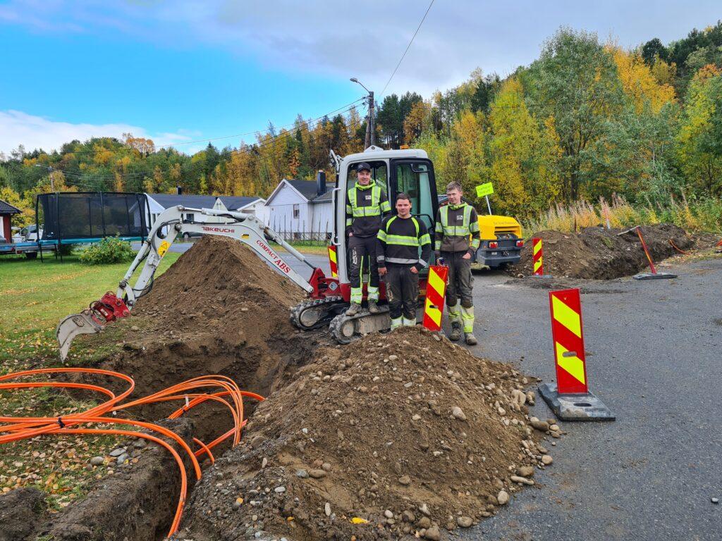 Signal legger hovedfiber inn til fibersentralen på Kronstad Saga i forbindelse med fiberutbyggingen i Alta