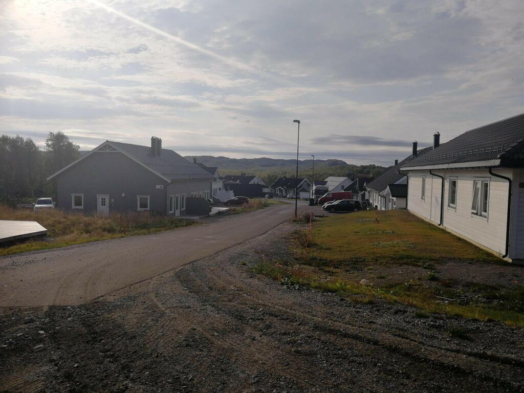 Opprydningsarbeid på Kildejordet i etterkant av fiberutbyggingen i Sandnes i regi av Signal og Altibox