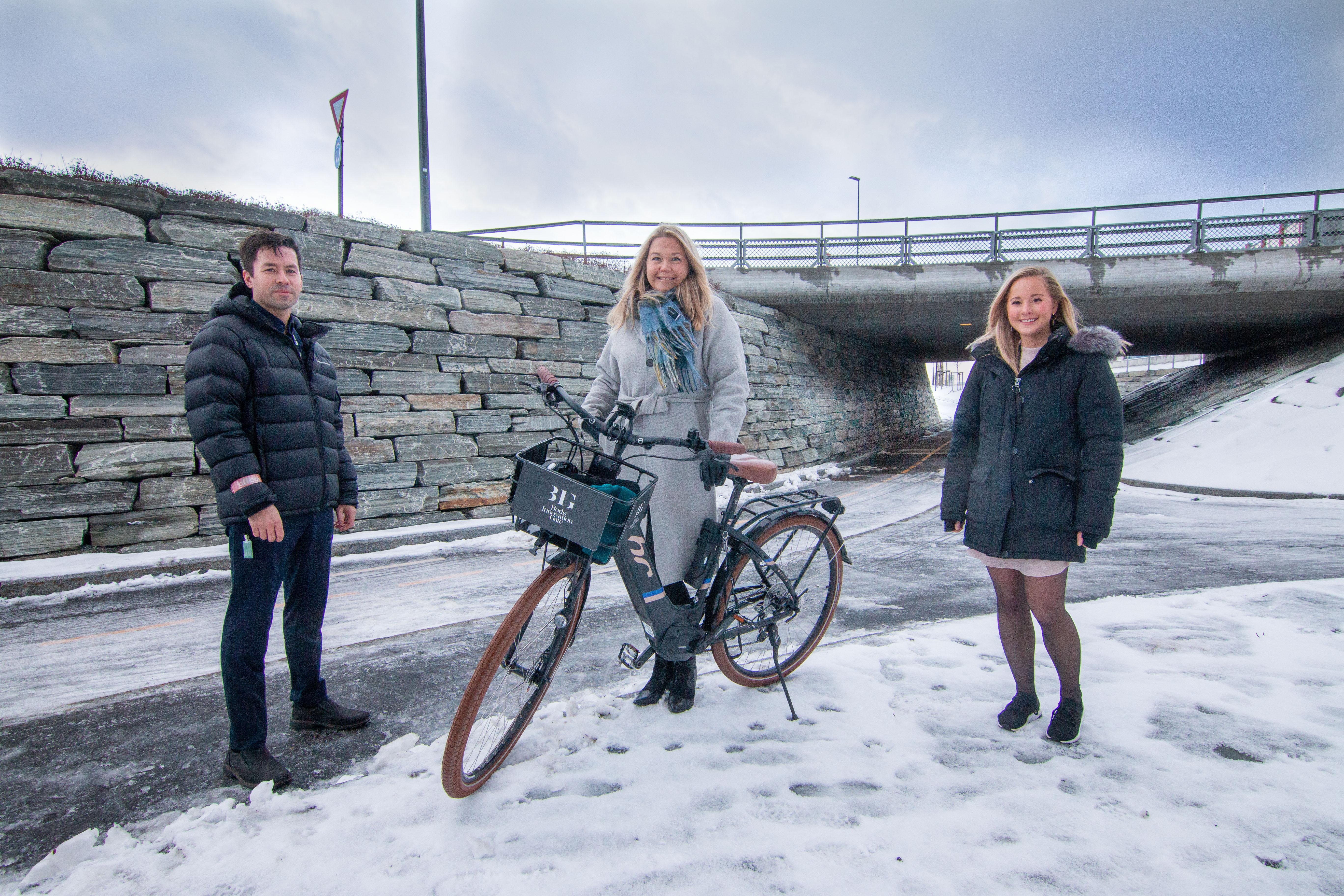 Marianne Bahr Simonsen (leder for Smart Bodø i Bodø kommune) her sammen med Robin Krogh (leder for forretningsutvikling) og Stine Værang (leder marked) i Signal.