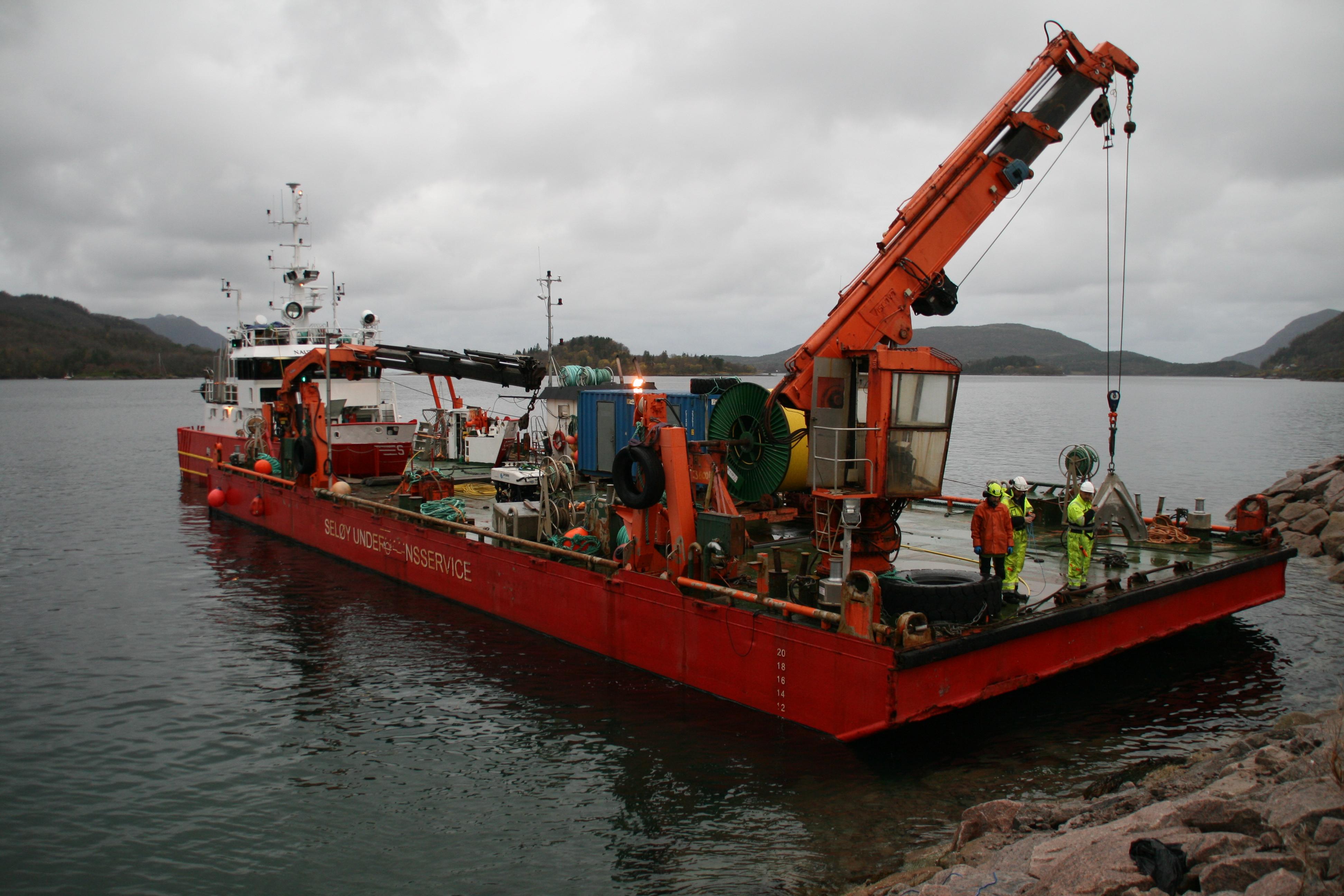 Seløy Undervannsservice fikk oppdraget i å legge Signal Bredbånds nye sjøkabel mellom Reipå og Ørnes